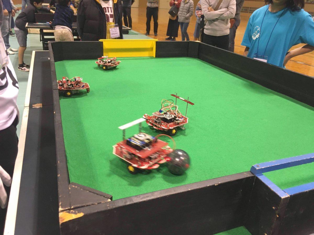 ロボットがシュートを打つ