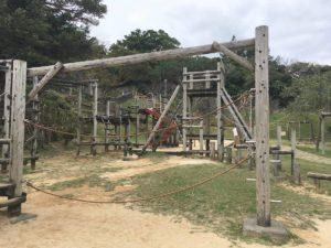 伊祖公園の木製アスレチック遊具