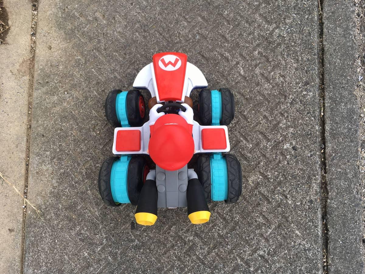 マリオカートを真上から見た。RC マリオカート マリオ(Jakks PACIFIC)